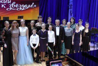 Участники концерта с академическим симфоническим оркестром Саратовской филармонии