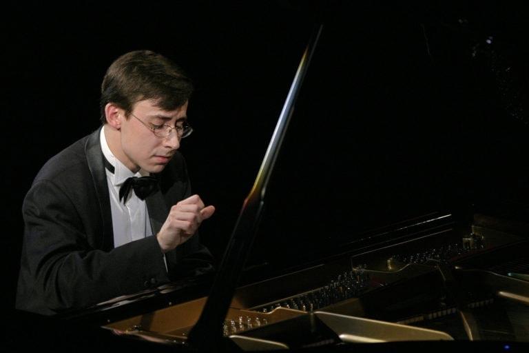 Произведения Бетховена и Шумана прозвучат в исполнении Александра Кобрина