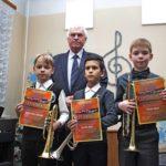 В. М. Прокопов и самые юные участники мастер-классов