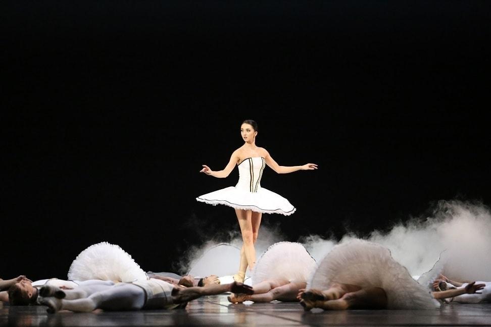 """Эрика Микиртичева в балете """"Тюль"""". Фото - Светлана Аввакум"""