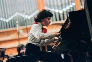 Когда был Женя маленький...Из пионера-вундеркинда Кисин превратился в великого пианиста. Фото - Александр Чумичев /Фотохроника ТАСС