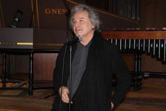 Михаил Хохлов, автор идеи и ведущий проекта «Игра без правил» . Фото - Полина Полянская