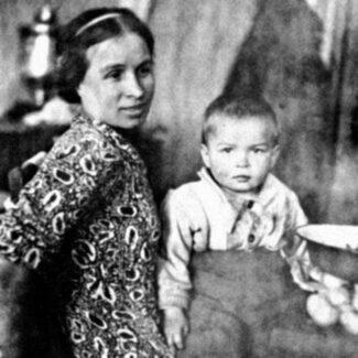 Рудольф Нуреев с матерью
