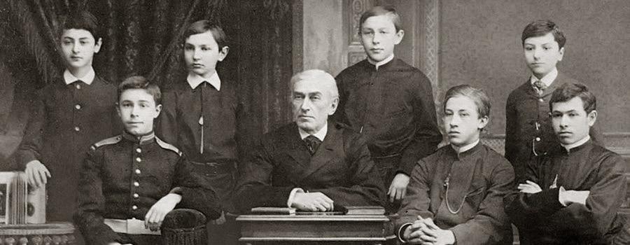 Н. С. Зверев с учениками. Второй слева – А. Скрябин