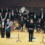 Духовой оркестр театра и ансамбль ударных Renaissance Percussion (дирижер — Арсений Шупляков) на сцене Концертного зала Мариинского театра