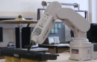 Робот-аккомпаниатор