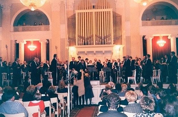 После исполнения симфонии в Большом зале Петербургской филармонии