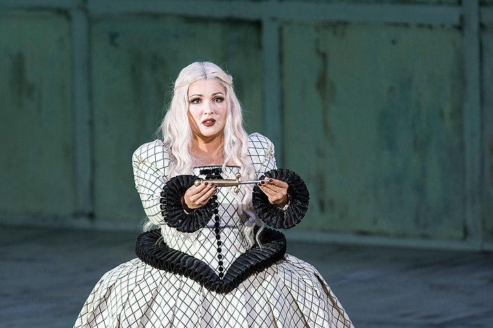 Анна Нетребко в роли Леоноры в опере «Трубадур» Джузеппе Верди