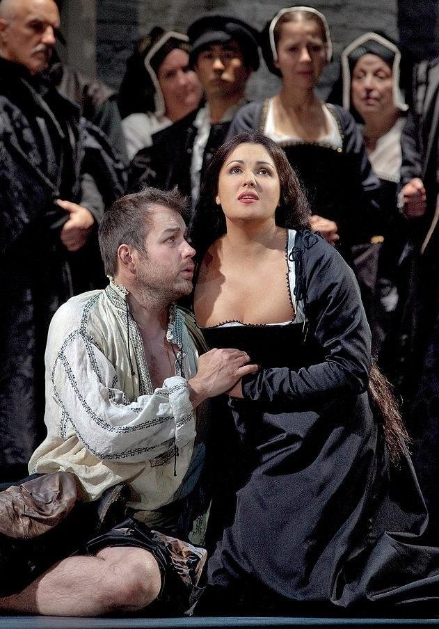 """Стивен Костелло и Анна Нетребко в опере Доницетти """"Анна Болейн"""". Фото - Metropolitan opera"""