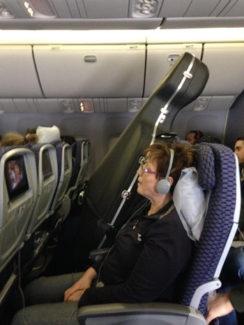 Крупные инструменты давно летают, как люди: по билету, с отдельным местом. Фото - Twitter.com