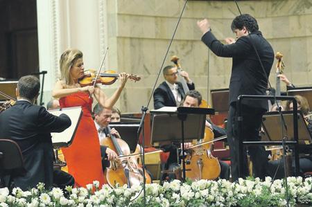 Анне-Софи Муттер открывала в Бетховене призыв к любви и милосердию. Фото - B