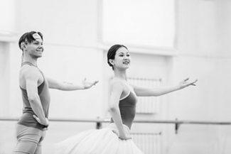 Екатерина Сапогова (Пахита) и Александр Меркушев (Люсьен д'Эрвильи) на одной из репетиций. Фото - Елена Лехова