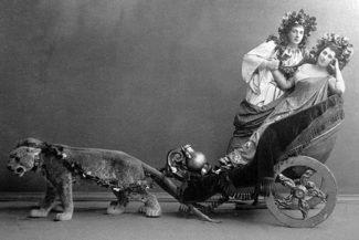 Матильда Кшесинская (справа) и Николай Солянников (слева) в балете Мариуса Петипа «Пробуждение Флоры» Фото: -РИА Новости