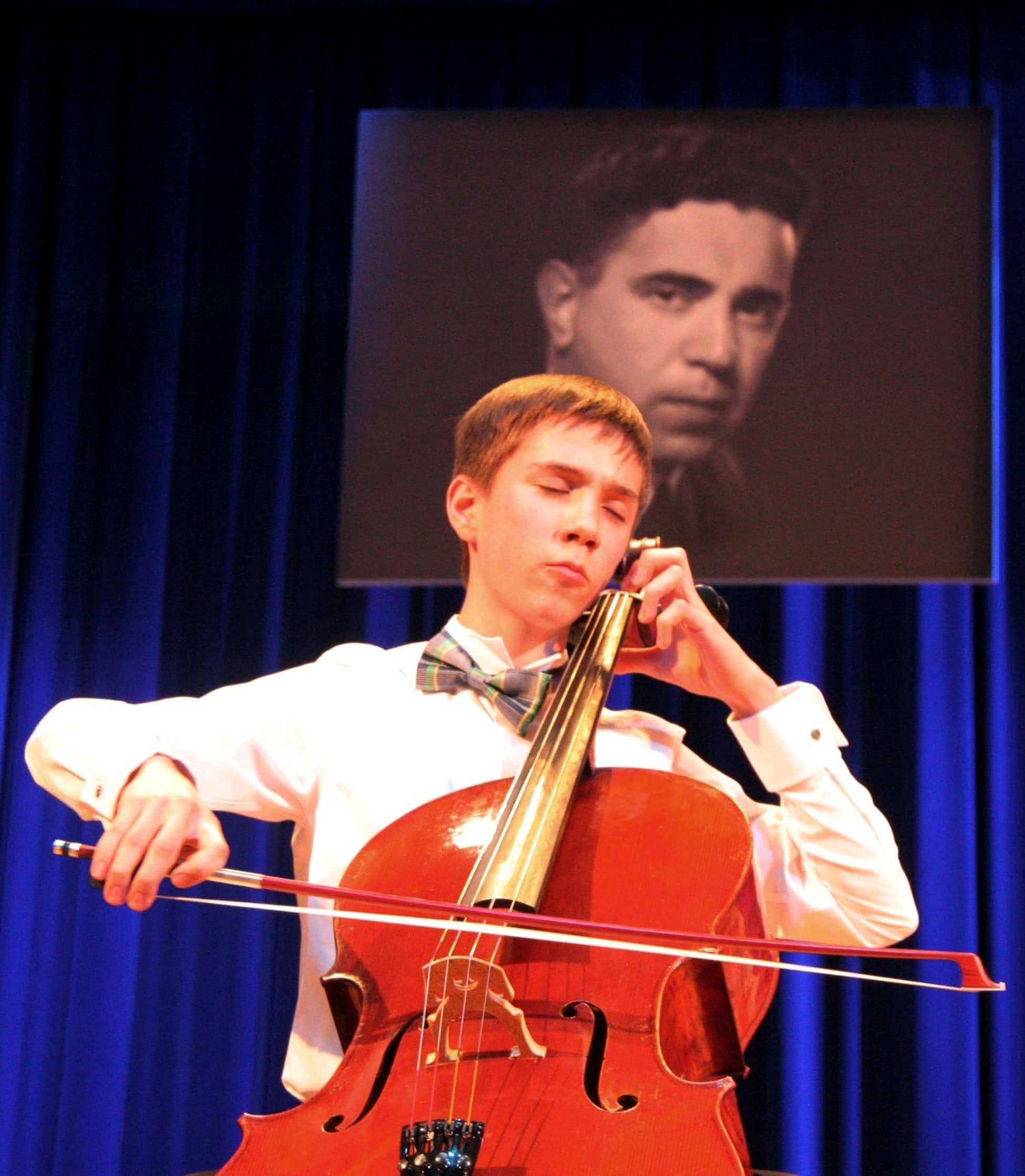 Михаил Махнач, лауреат конкурса 2016 года. Фото - Д. Петрошенко