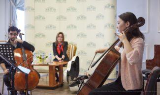 Пабло Феррандес с ученицей во время мастер-курса на Транс-сибирском арт-фестивале. Фото - Александр Иванов
