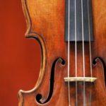 Женщина разбила 54 скрипки бывшего мужа стоимостью $1 млн