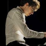 Полюбите пианиста!