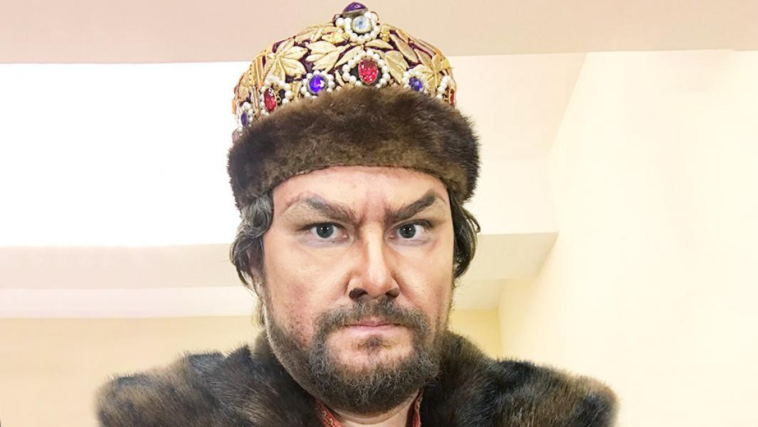 Дмитрий Ульянов перед выходом на сцену Большого театра в роли Бориса Годунова