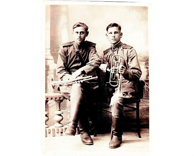 Георгий (слева) со своим другом Владимиром Глуховским