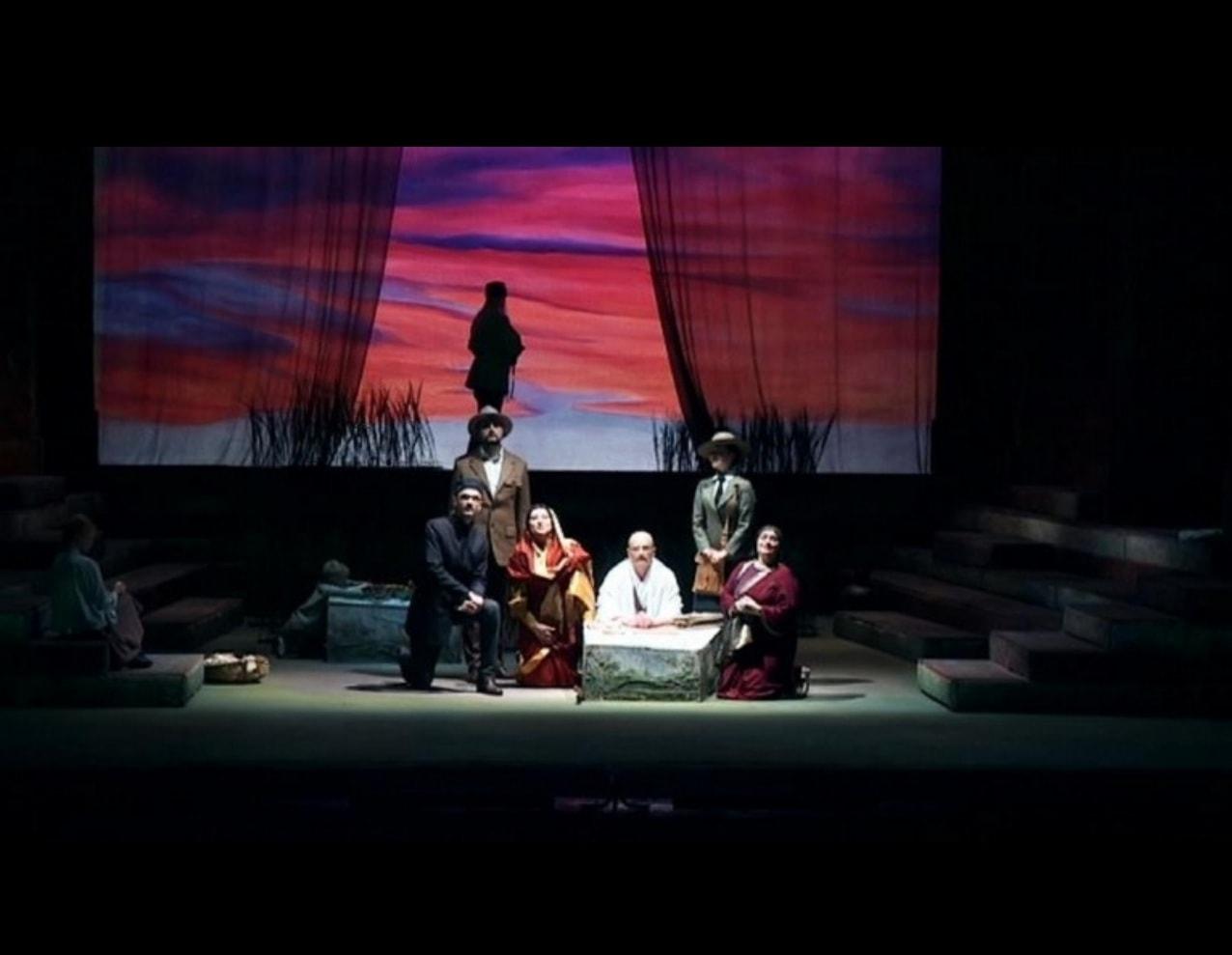 На Новой сцене Александринки показали спектакль о жизни и деяниях Махатмы Ганди