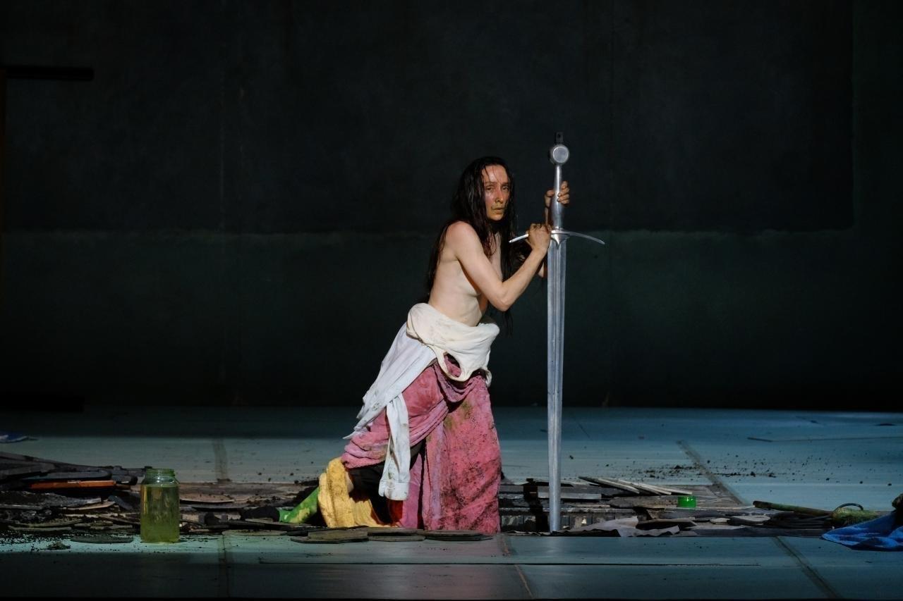 Три дня представлений «Жанны на костре» на сцене Пермского театра оперы и балета сопровождались обсуждениями и дискуссиями. Фото - Антон Завьялов