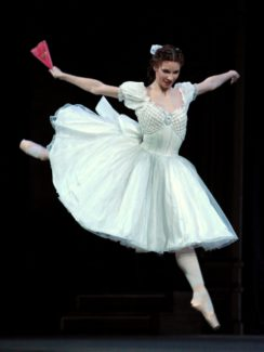 Дмитрий Медведев поздравил балерину Марию Александрову с юбилеем