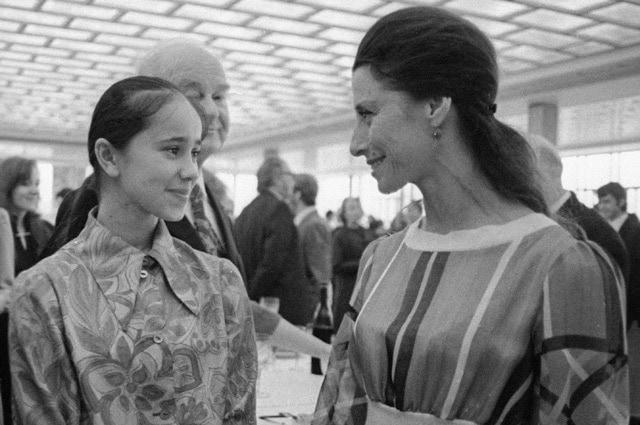 C Надеждой Павловой беседует Майя Плисецкая, 1973 год. Фото - РИА Новости/ Александр Макаров