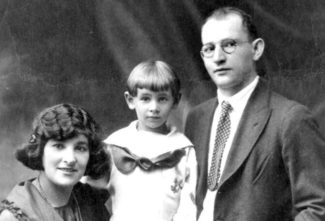 Леонард Бернстайн с родителями