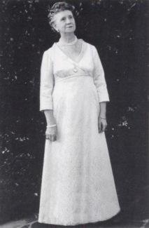 Хелен Коутс, в поздние годы она стала секретарём своего бывшего ученика