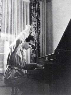 Бернстайн в 1936 г.