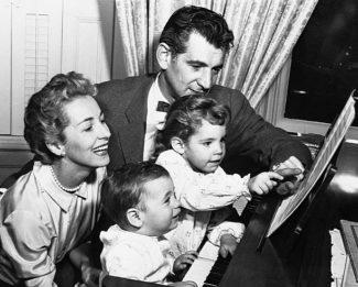 Леонард Бернстайн с семьёй