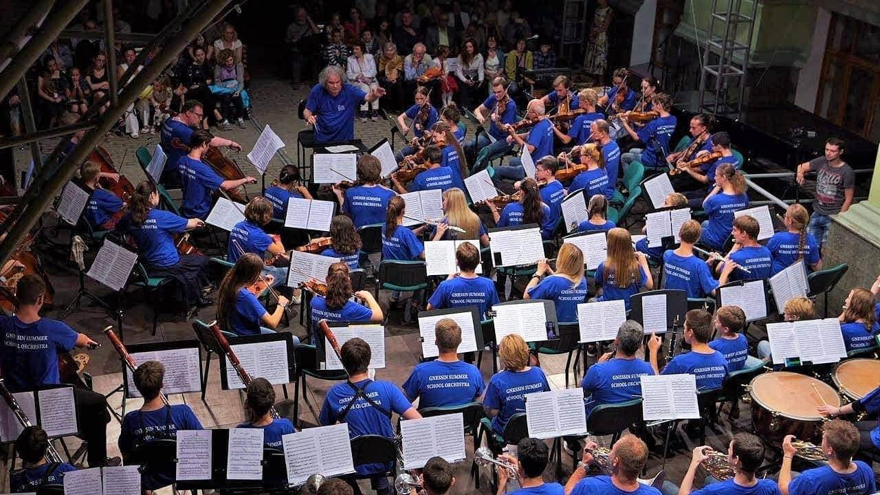Оркестр «Летней школы в Гнесинке», дирижер – Михаил Хохлов. Гала-концерт