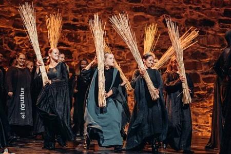 Природный колорит места проведения форума отразился и в сценографии оперы «Фауст» Вилппу Кильюнена. Фото - Facebook
