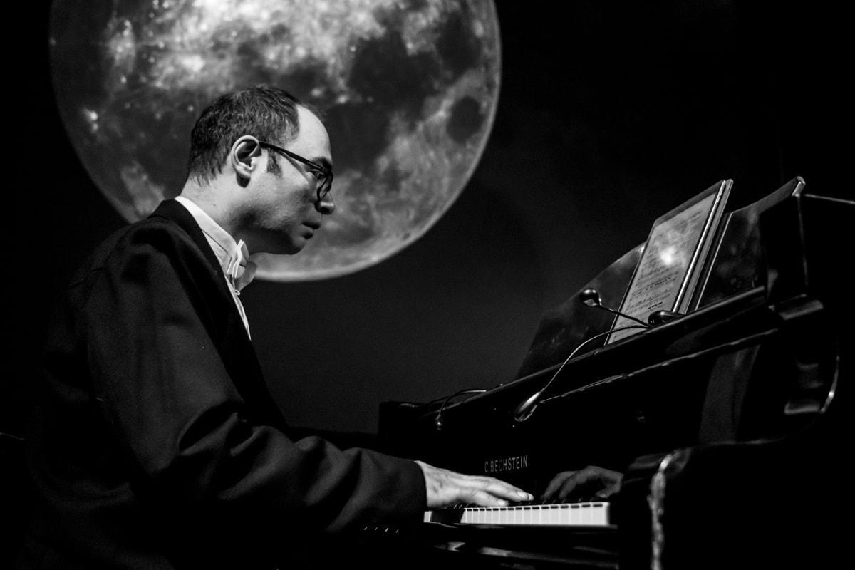 Александр Мельников в постановке цикла «Лунный Пьеро». Фото - Гюнай Мусаева