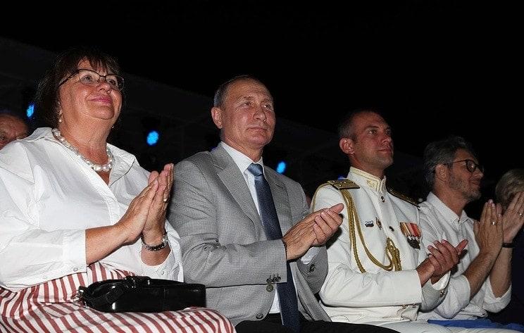 """Владимир Путин посетил вечер-открытие фестиваля """"Опера в Херсонесе"""""""