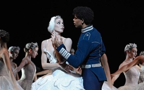 Сцена из балета «Лебединое озеро», 2012 год. Фото - Alice Pennefather / ROH