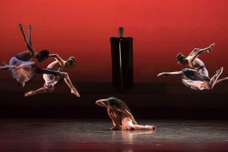 Гастроли труппы Марты Грэм в Париже. Фото - Benoite Fanton / Opera national de Paris