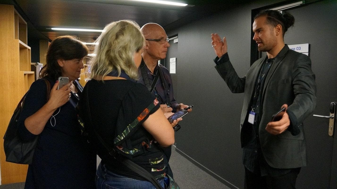Скрипач Марк Бушков с журналистами