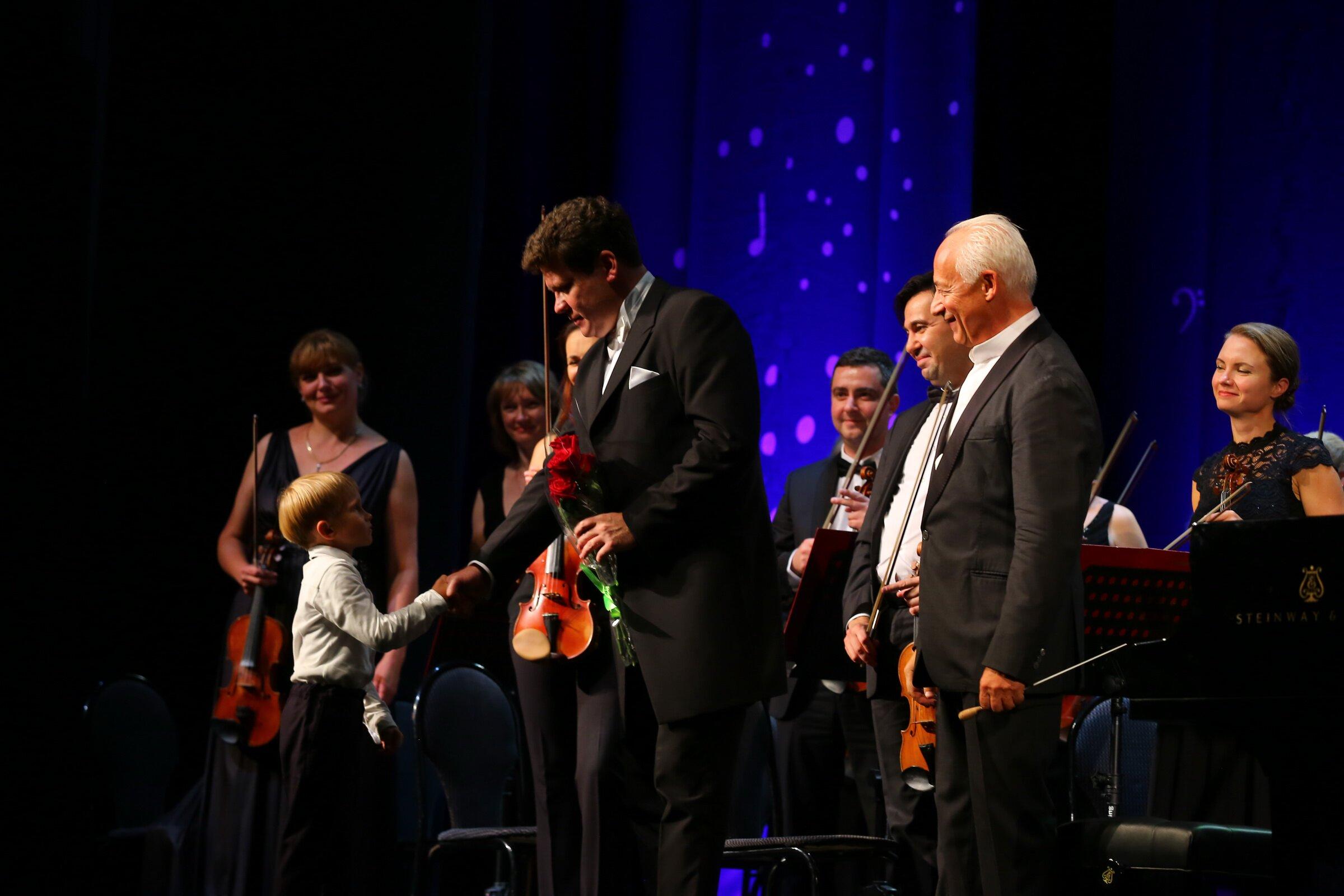 В Иркутске открылся 13-й международный музыкальный фестиваль «Звезды наБайкале». Фото - Андрей Фёдоров
