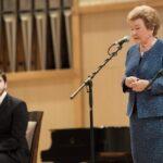 Артур Ворожцов и Наина Ельцина во время торжественного закрытия VII Международного конкурса памяти Лотар-Шевченко