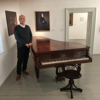 Борис Блох у рояля Листа в Райдинге