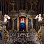 Мастер из Германии настраивает орган в Кафедральном соборе Калининграда