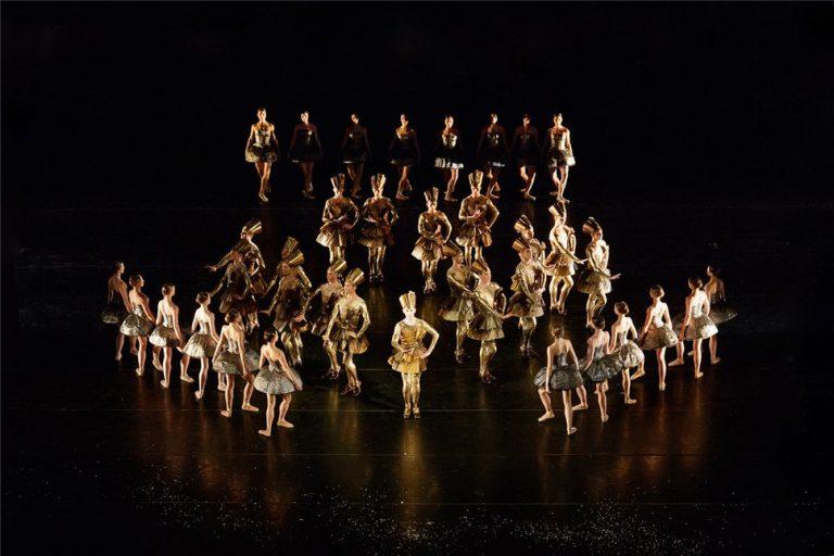 """Монарх забавляется: балет """"Приказ короля"""" в Екатеринбурге"""