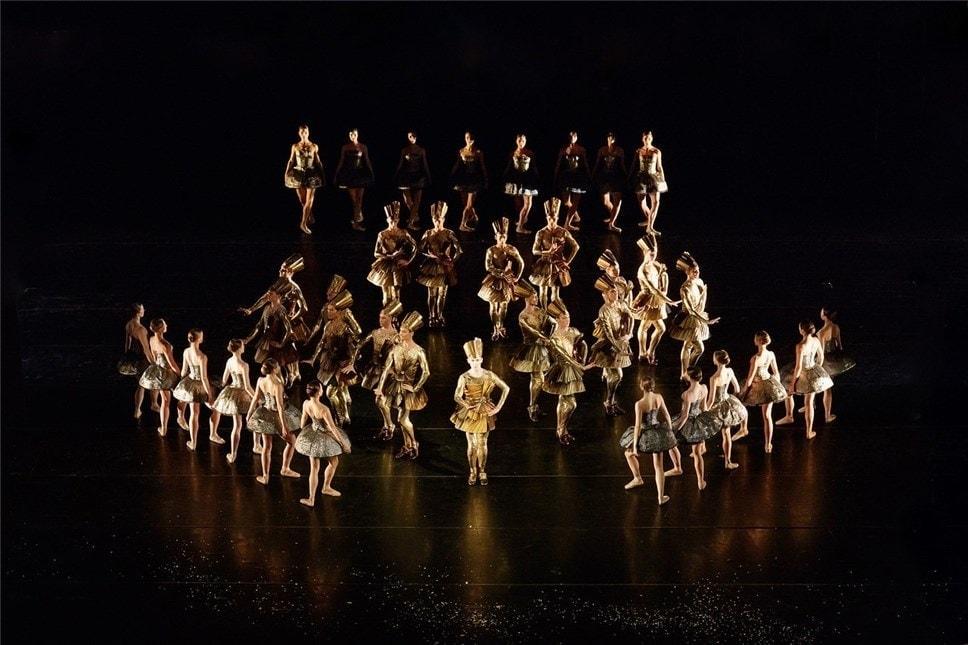 Сцена из спектакля. Фото - Ольга Керелюк