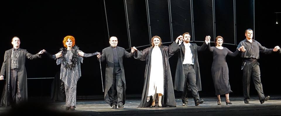«Травиата» в Новой опере. Фото - Александр Шварценштейн