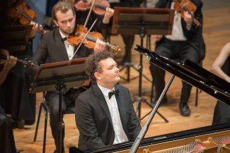 Юрий Фаворин в Саратовской филармонии. Фото - Ксения Диско