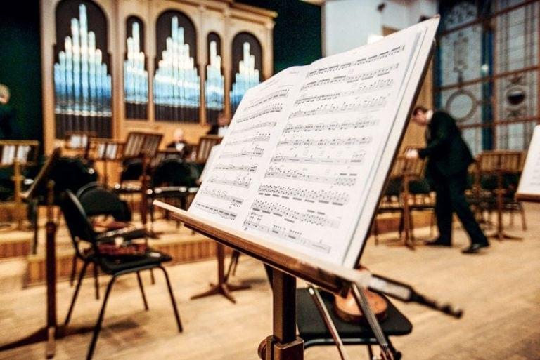 Муниципальный концертный зал отрастил реверберационный хвост