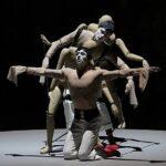 Танец живых марионеток и деревянных манекенов - одно из ноу-хау хореографа Клюга. Фото - Дамир Эсупов