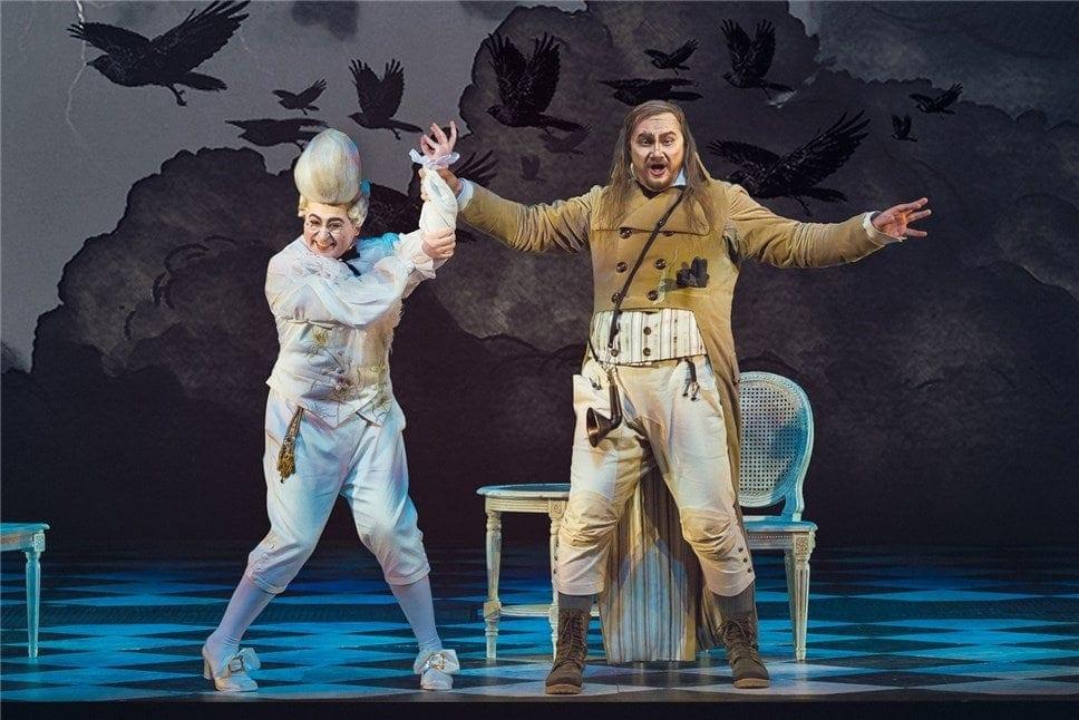 Дмитрий Ульянов (Базилио), Джованни Ромео (Бартоло). Фото - Юрий Богомаз