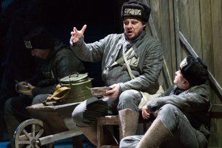 Роман Шевчук (Тюрин), Михаил Яненко (Алешка). Фото - Владимир Майоров